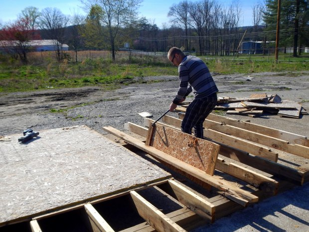 Daniel dismantling the platform for scrap wood, Tracy City, Tennessee