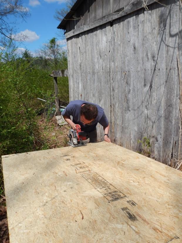 Cutting the flooring, Jasper, Tennessee