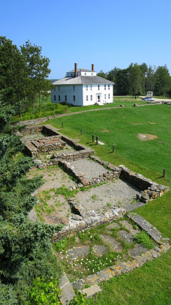 Officers' quarters foundation and Fort House, Fort William Henry, Maine