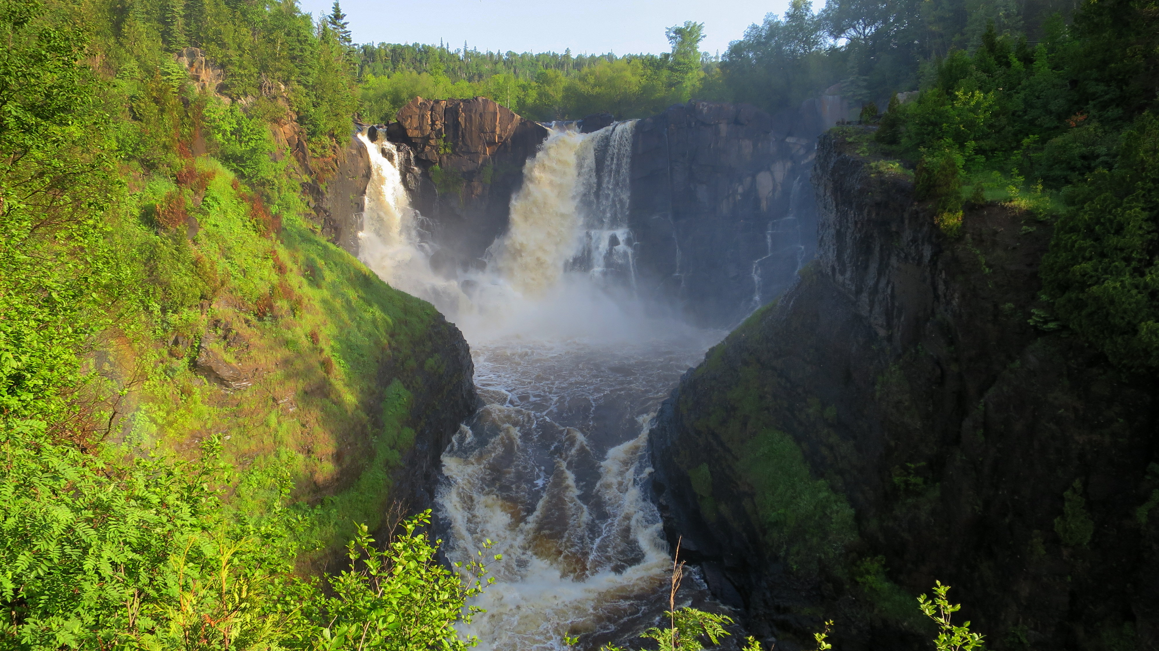 grand portage This park is unique in so many ways: it borders canada, it has minnesota's tallest waterfalls, it's one of the smallest state parks in minnesota, and the grand portage band of chippewa play a unique role in it's ownership and management.