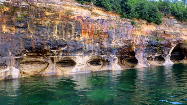Stains and erosion, Painted Rocks National Lakeshore, Michigan