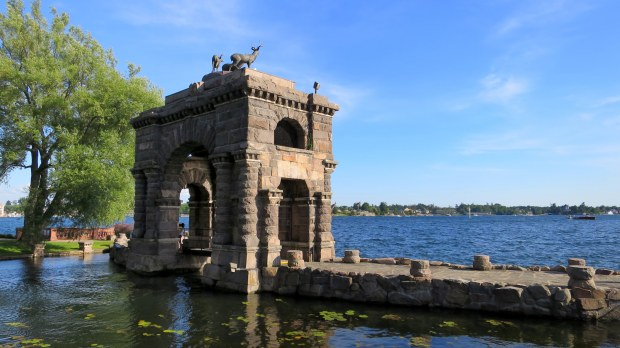Fountain, Boldt Castle, Thousand Islands Region, New York