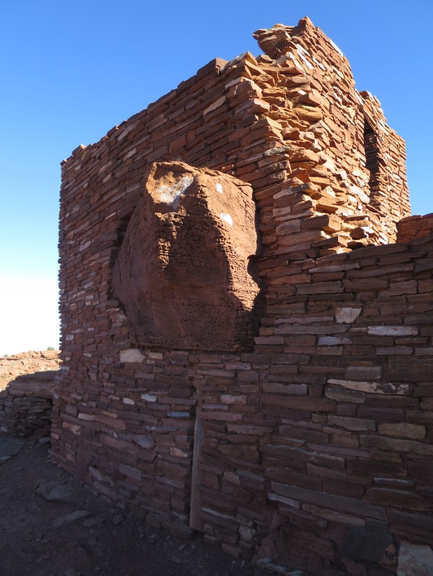 Incorporation of natural features in construction of Wuptaki Pueblo, Wupatki National Monument, Arizona
