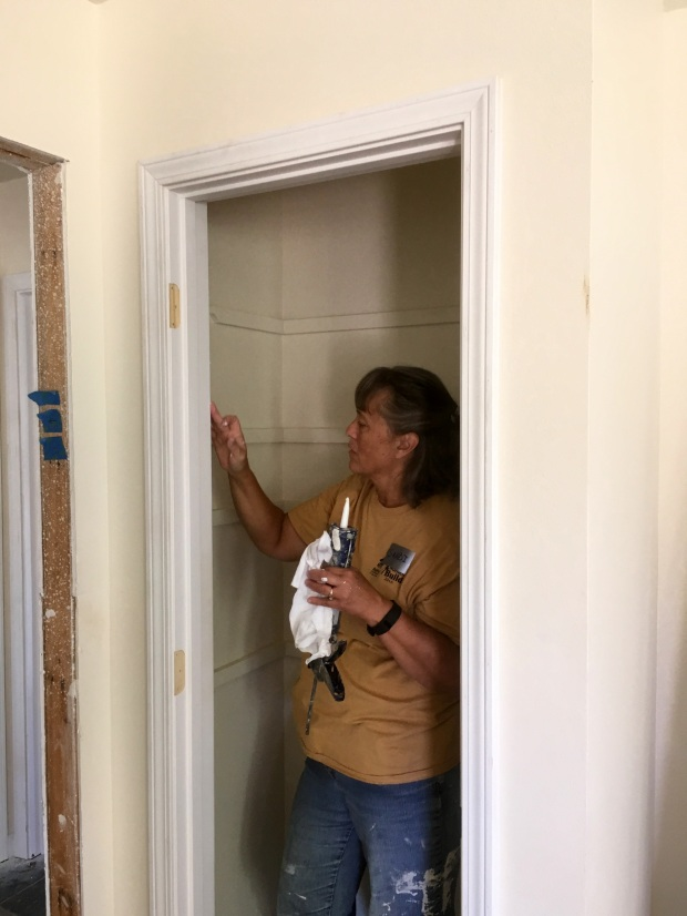Sandi caulking and setting nails
